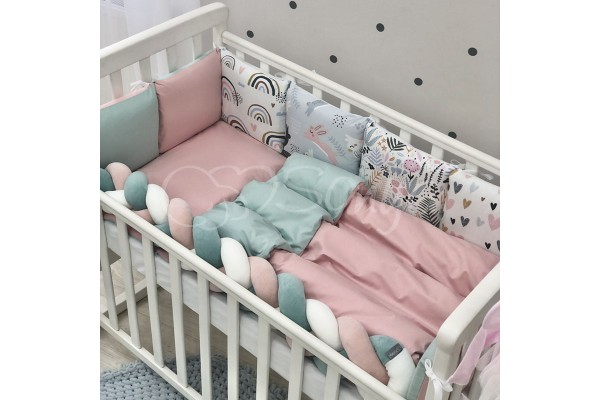 Комплект в детскую кроватку Hares